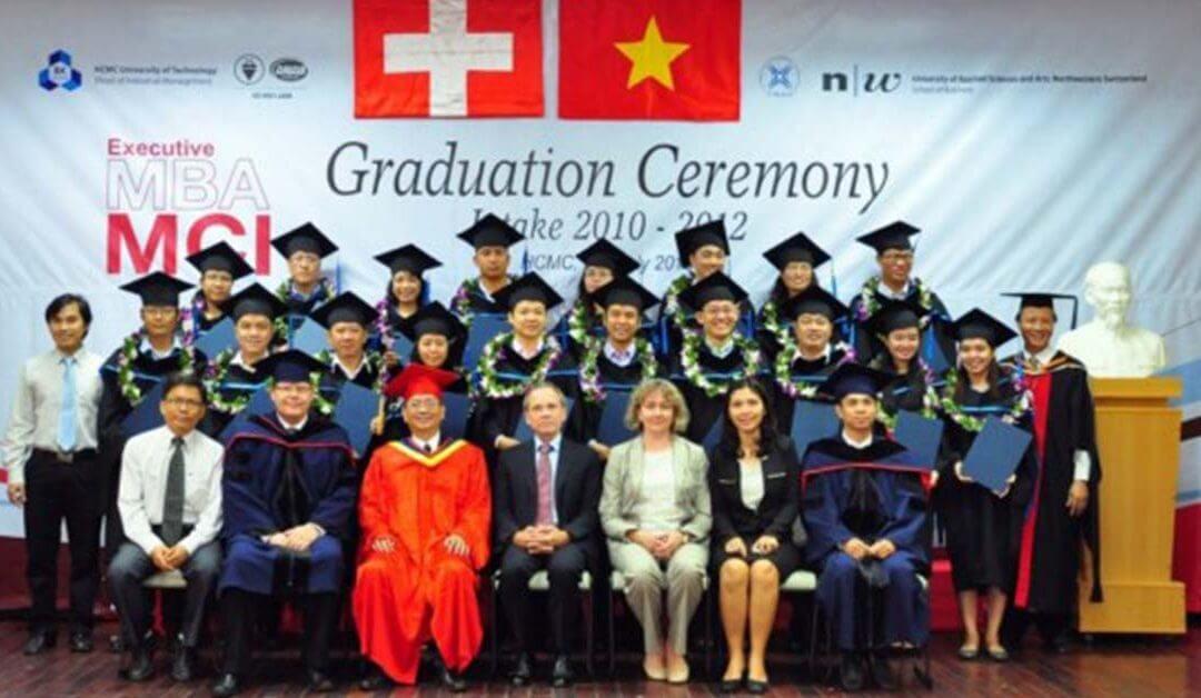21 Tân thạc sỹ quản trị kinh doanh – tư vấn quản lí quốc tế nhận bằng tốt nghiệp vào ngày 25/7/2013
