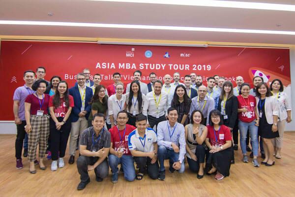 Với định hướng phát triển quốc tế, chương trình MBA-MCI luôn mang đến những trải nghiệm cùng những người bạn nước ngoài.